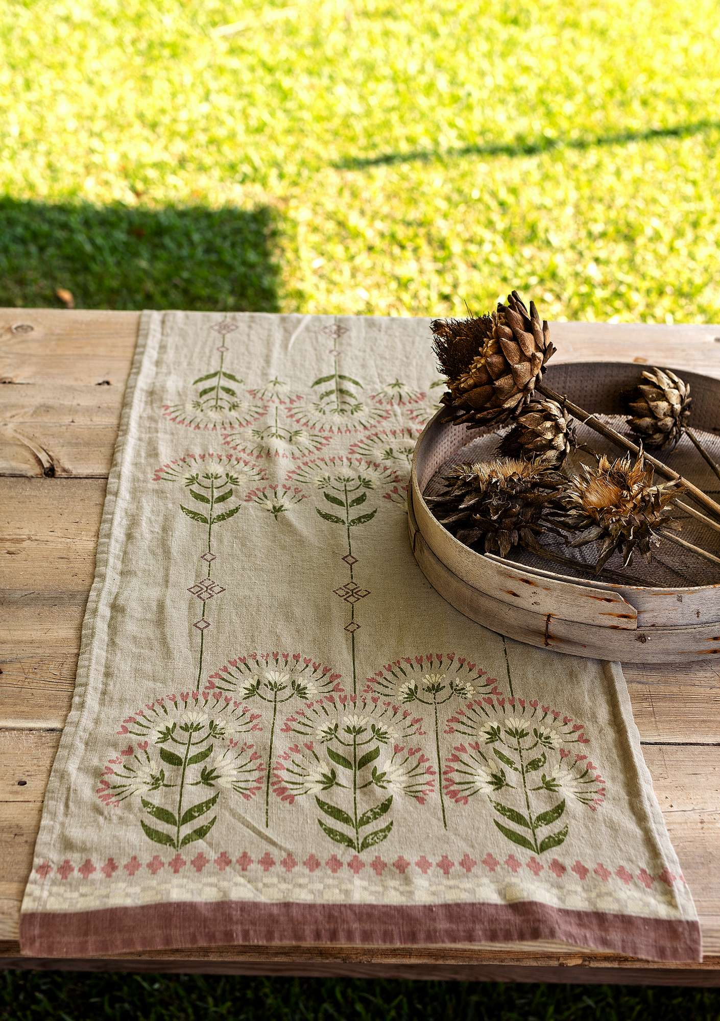 """Pergola"" linen table runner natural"