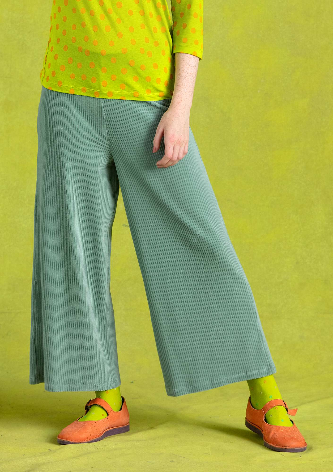 Velour trousers frost green