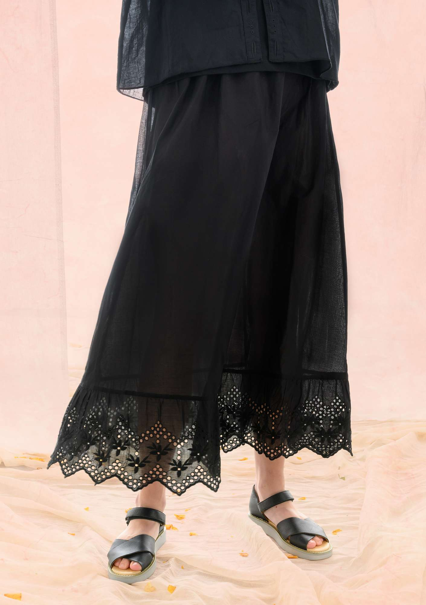 Solid-colour underskirt black