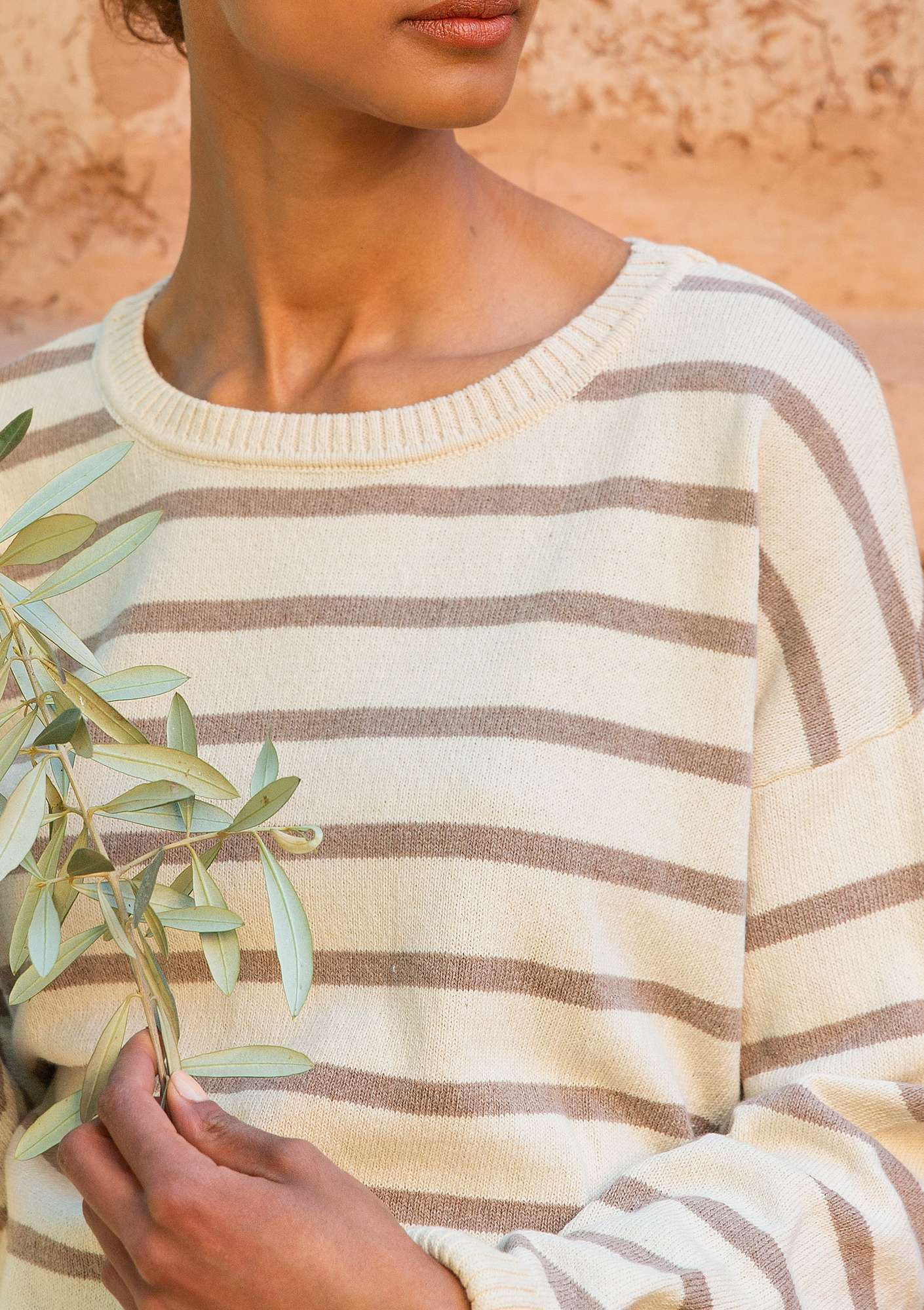 Striped sweater in recycled cotton oyster/dark natural