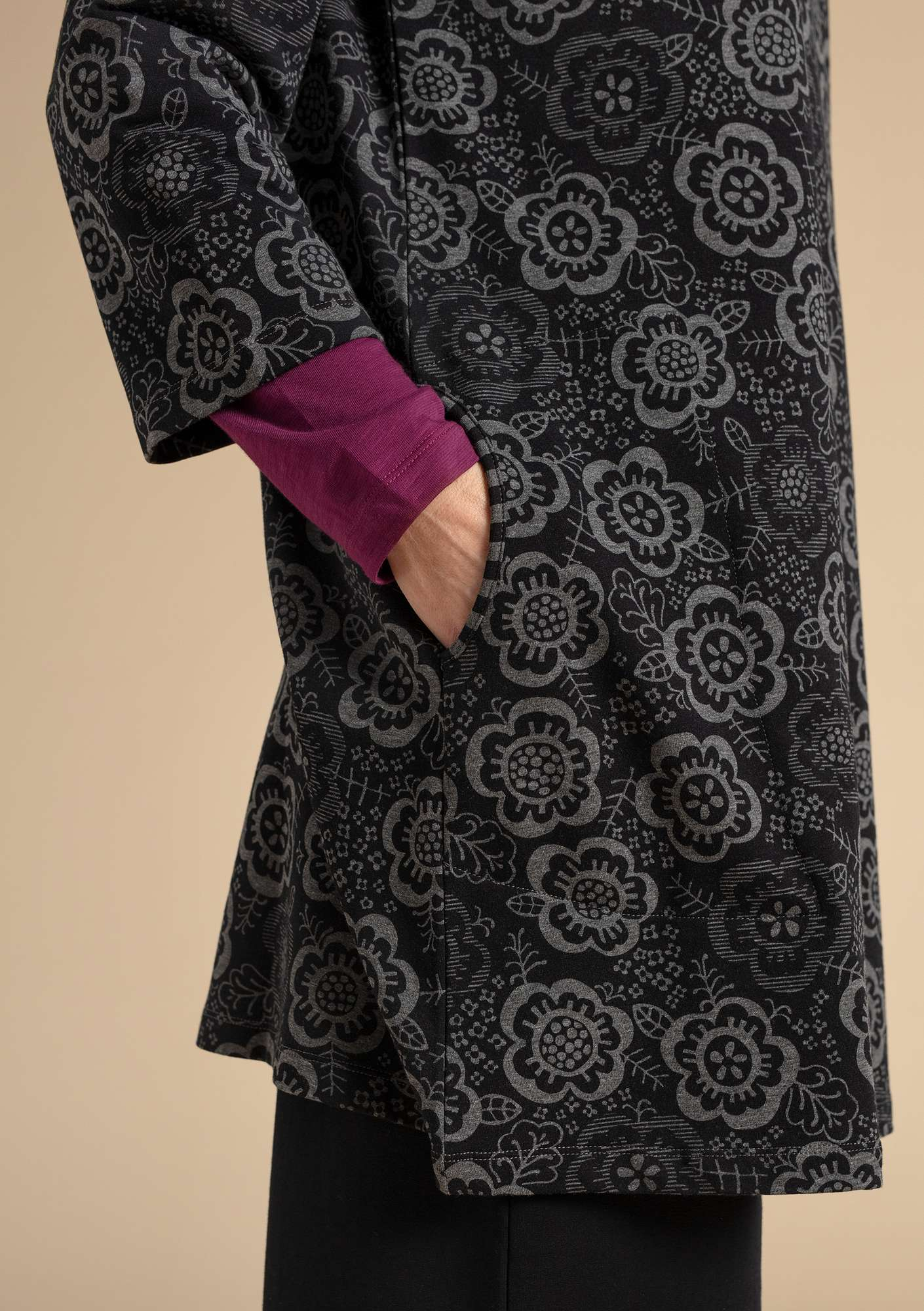 """Liz"" tunic in organic cotton/modal/elastane black"