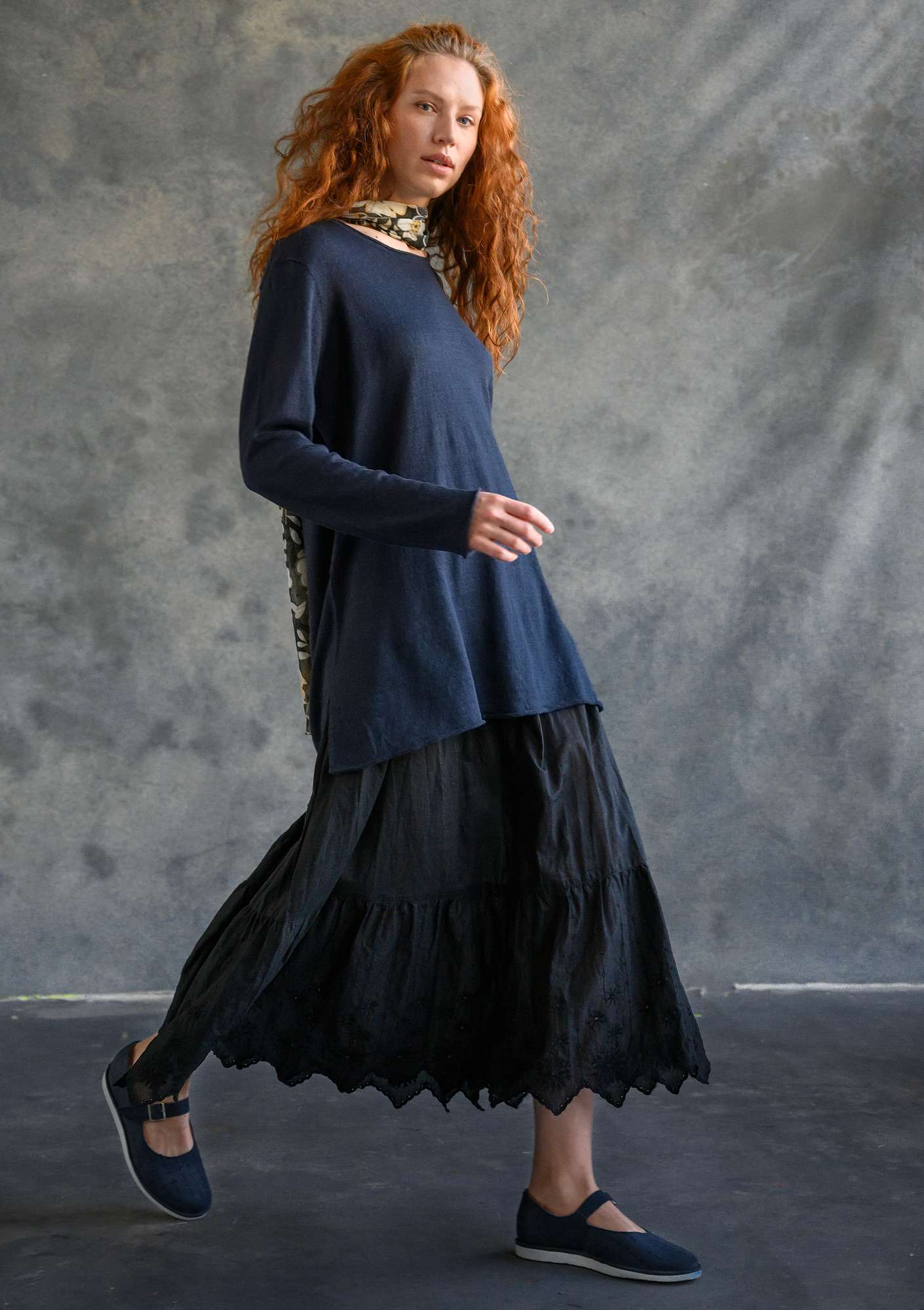 Knitted tunic in organic linen ink blue