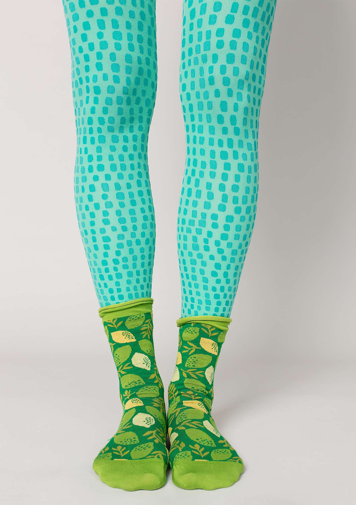 """Ninna"" leggings in recycled polyamide light oriental green"