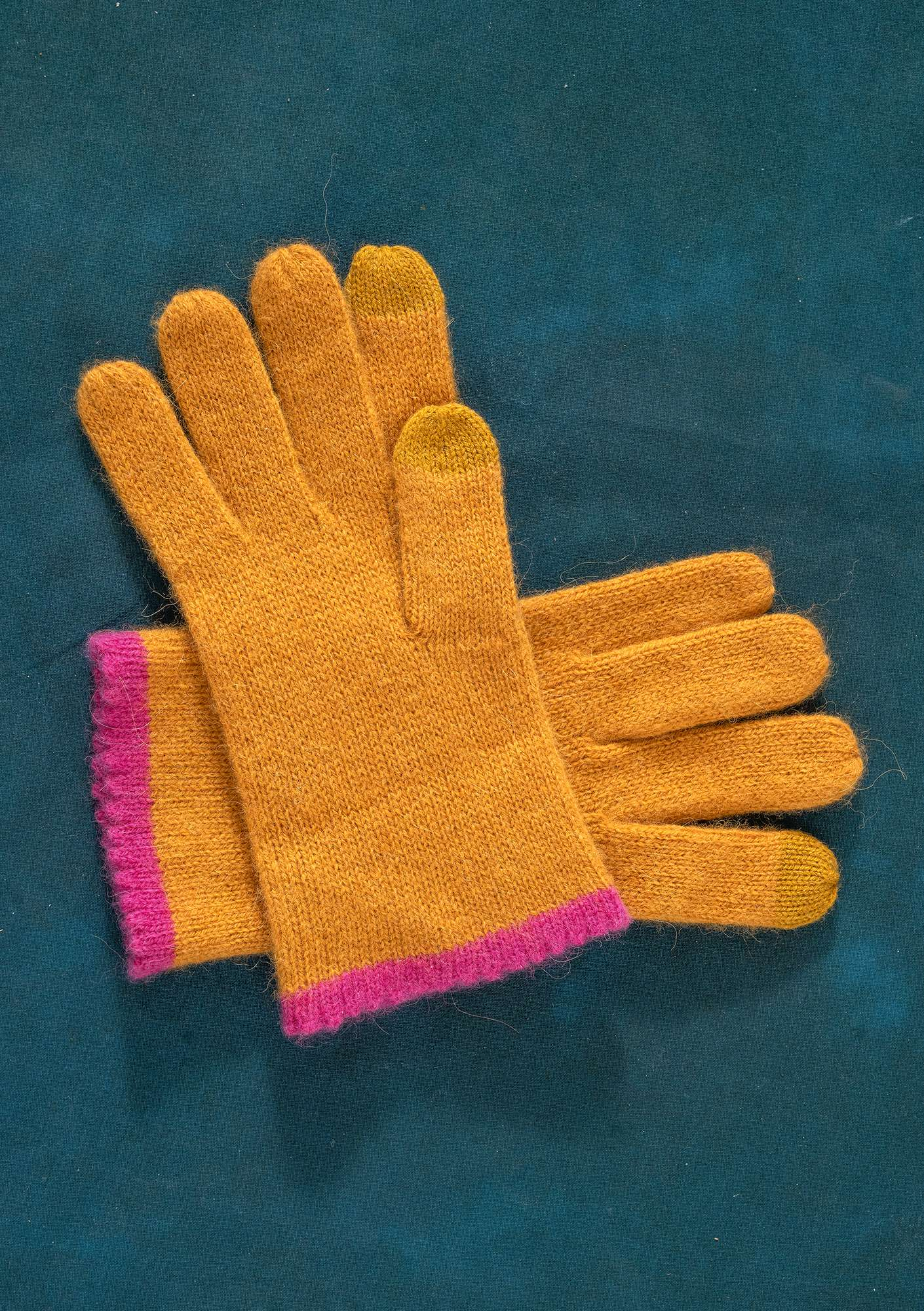 Knitted Linros gloves mustard
