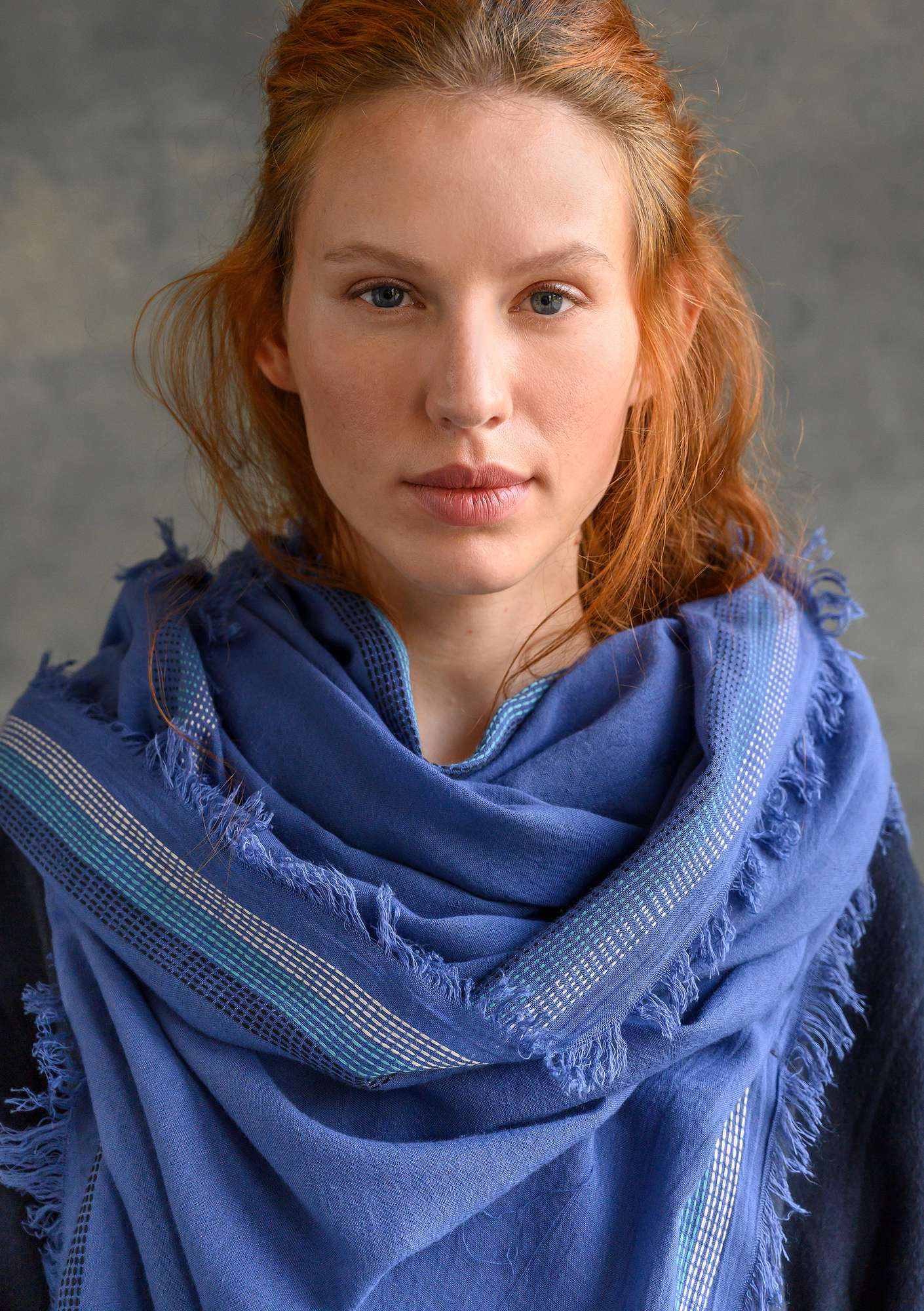 Solid-colour shawl bluebell