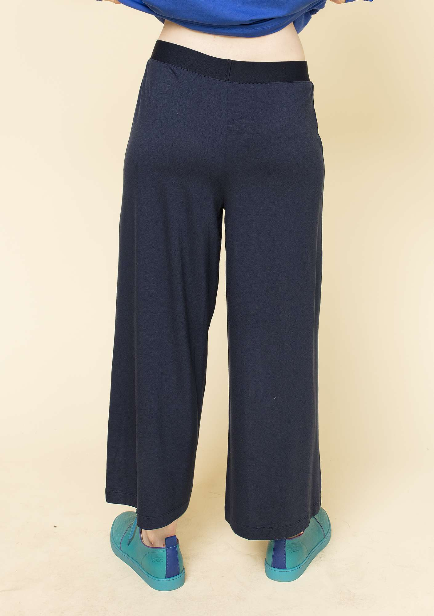 Trousers in lyocell/elastane dark indigo