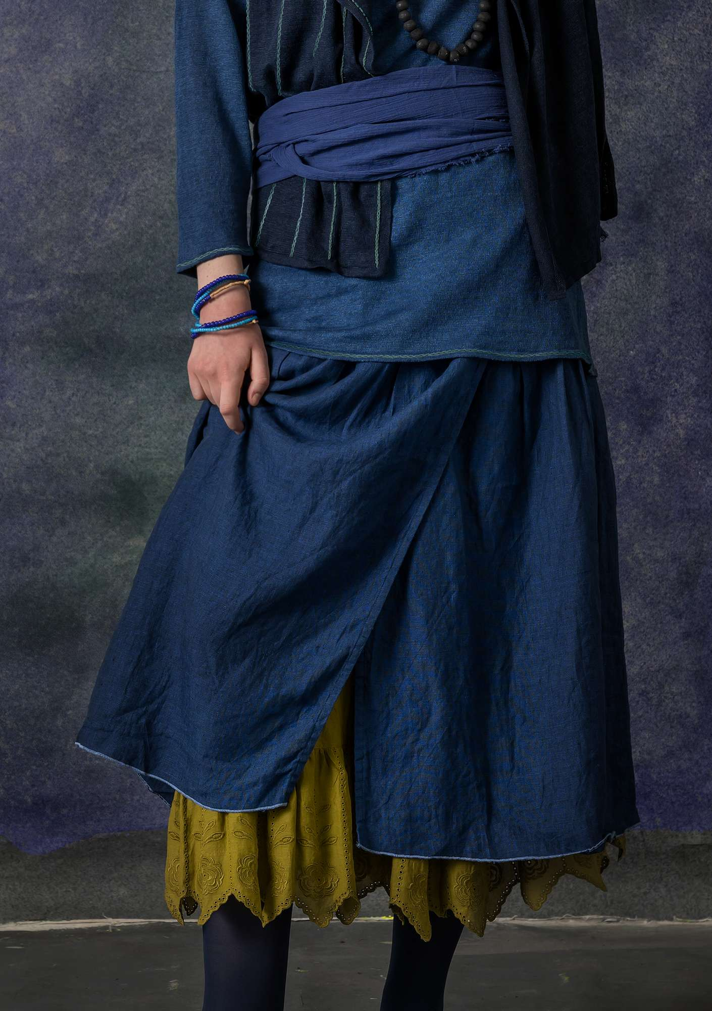 Wraparound skirt in linen chambrey indigo blue