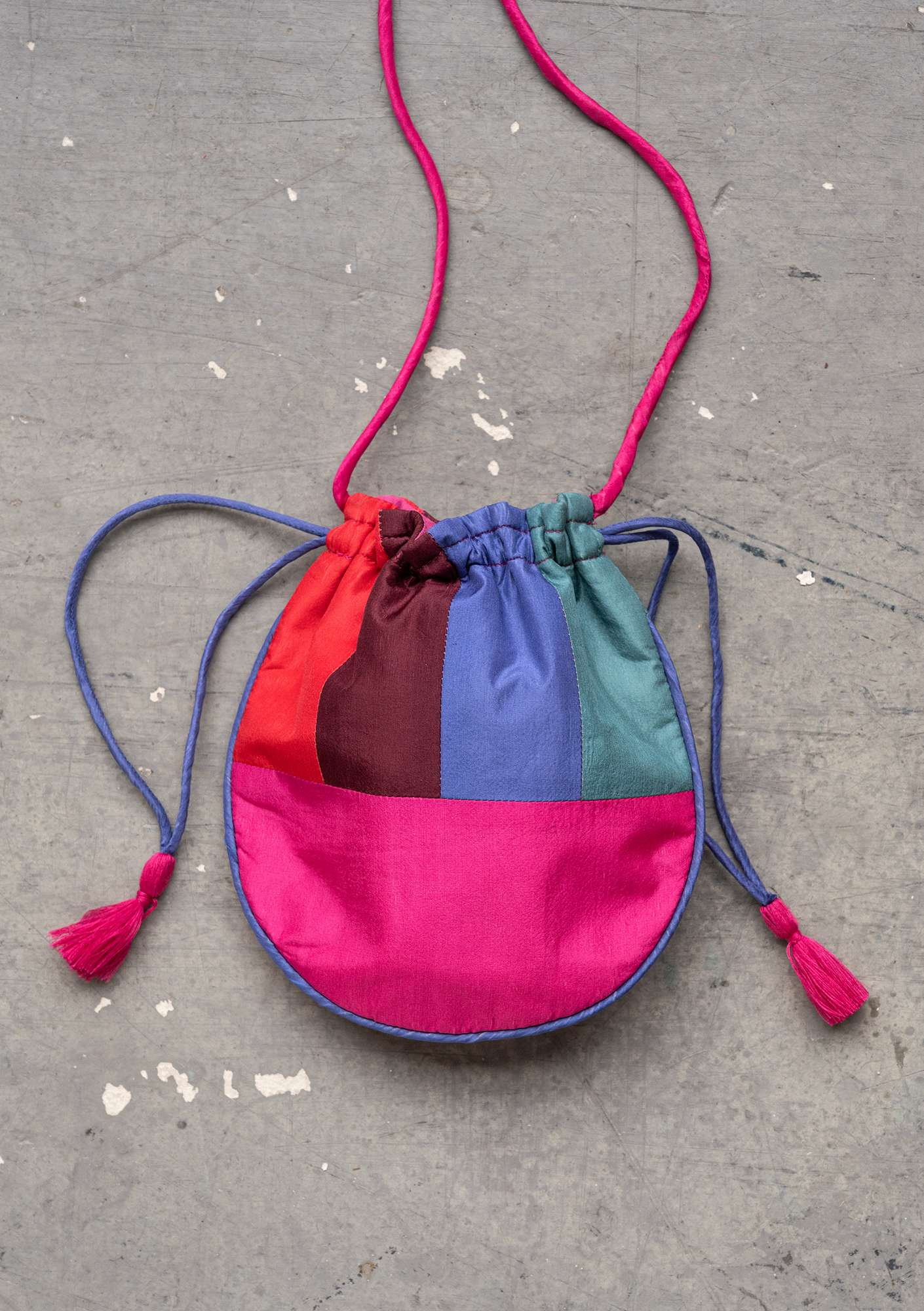 """Circle"" silk bag hibiscus"