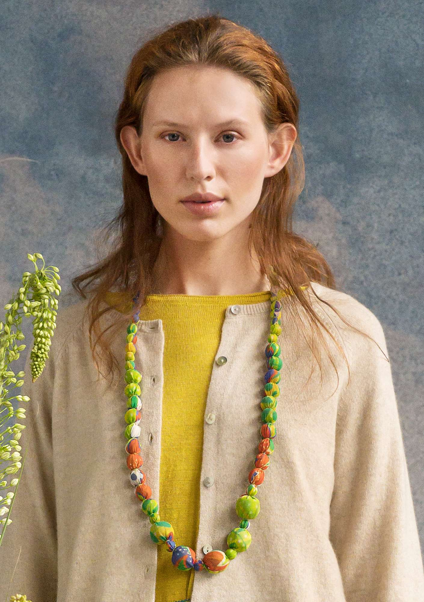"""Lily"" wood/silk necklace tropical green"