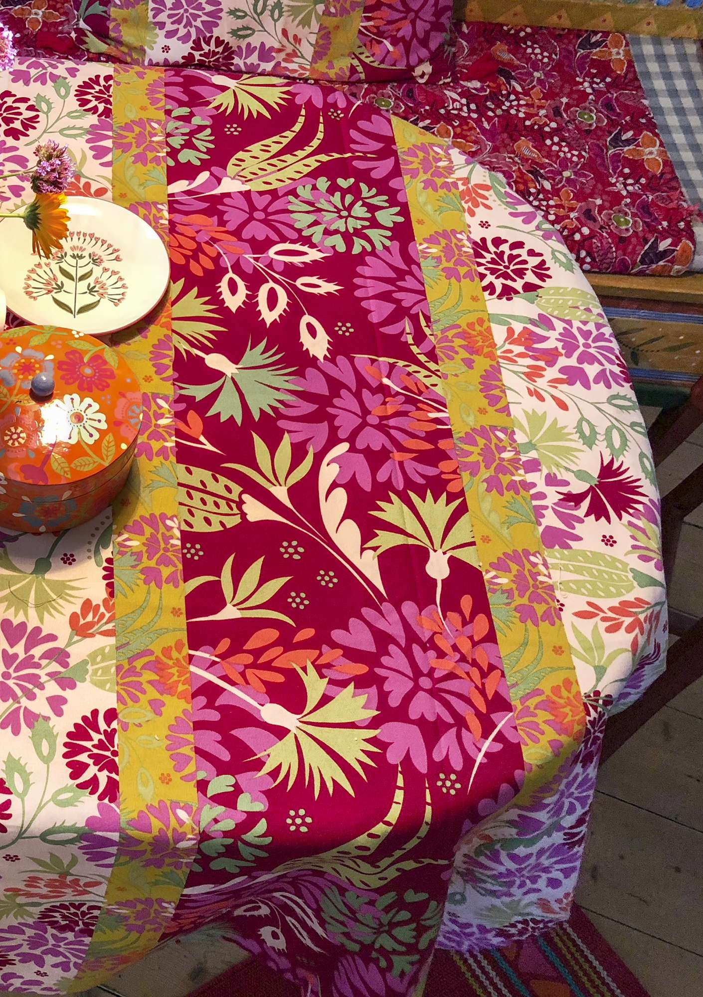 """Fiesta"" tablecloth in eco-cotton peony"
