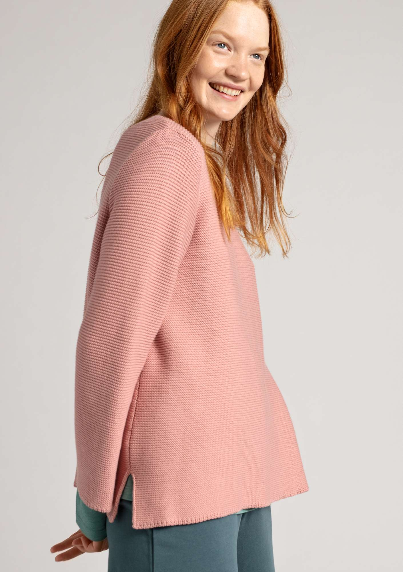 Sweater knit in garter stitch in organic cotton dusky pink
