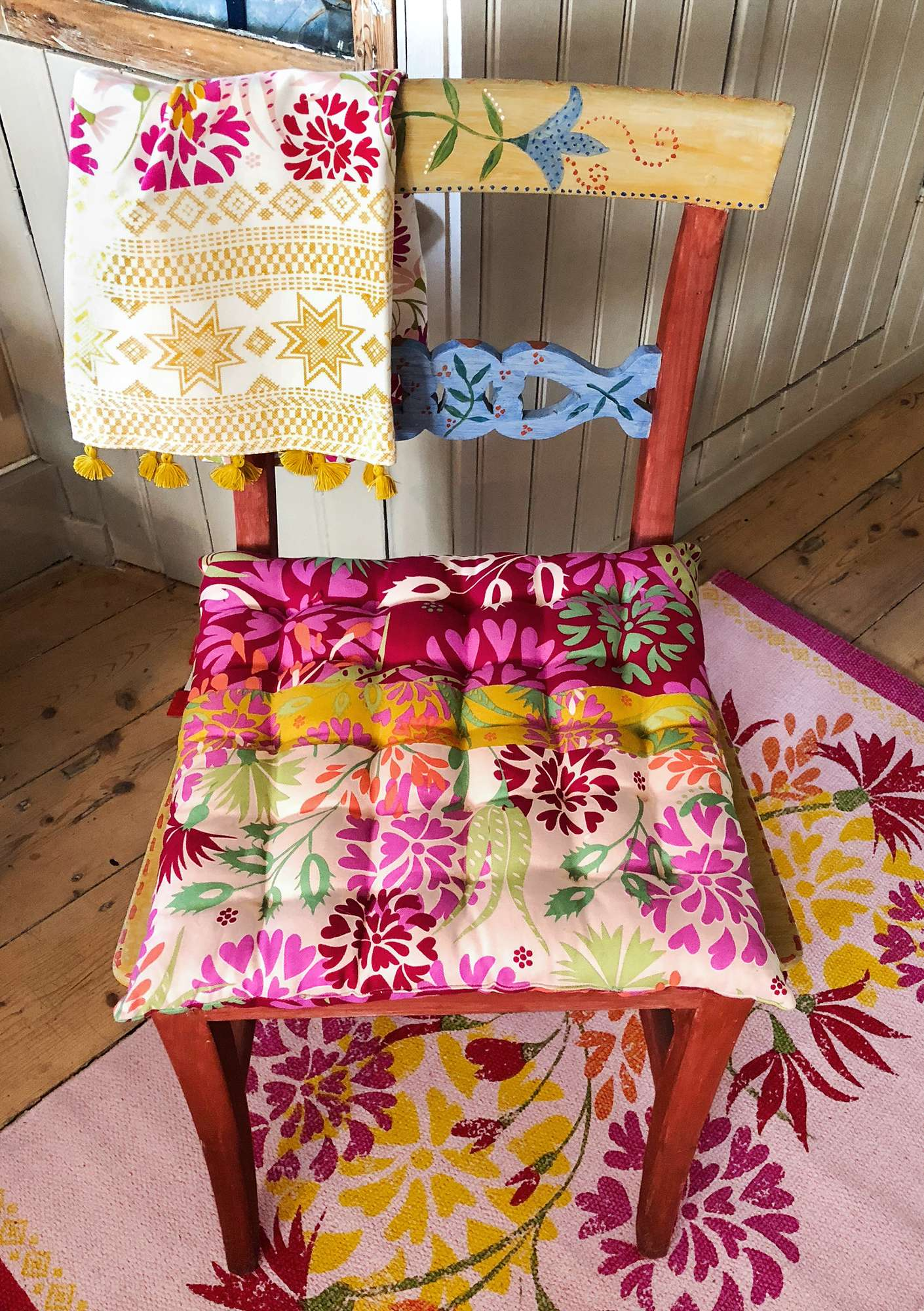 """Fiesta"" seat cushion in eco-cotton peony"