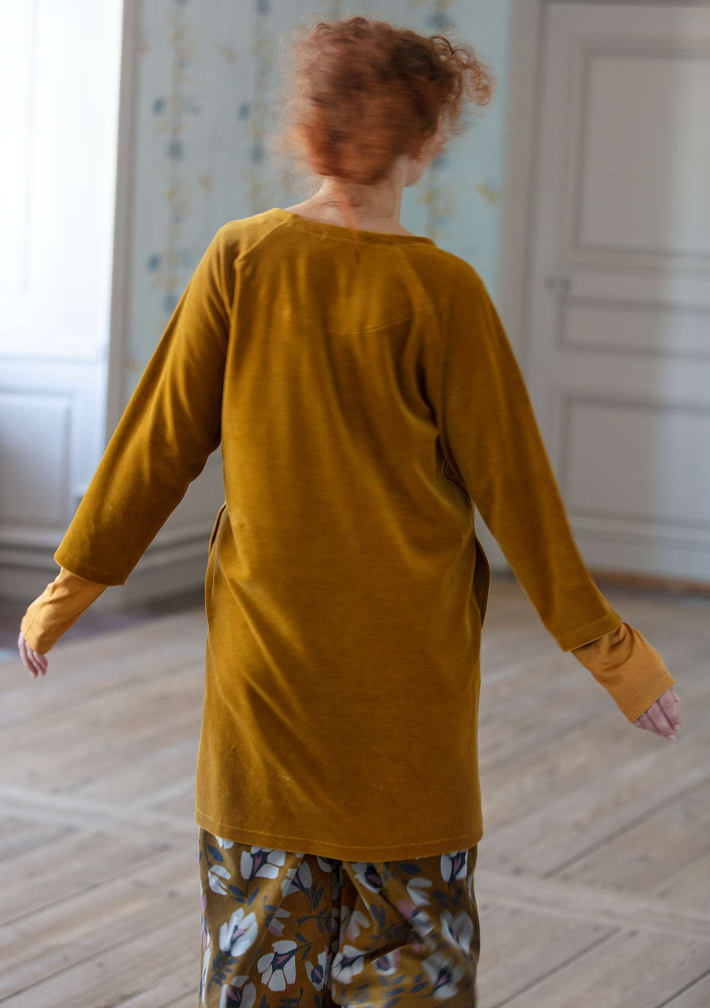 """Vurma"" velour tunic in organic cotton/polyester curry"