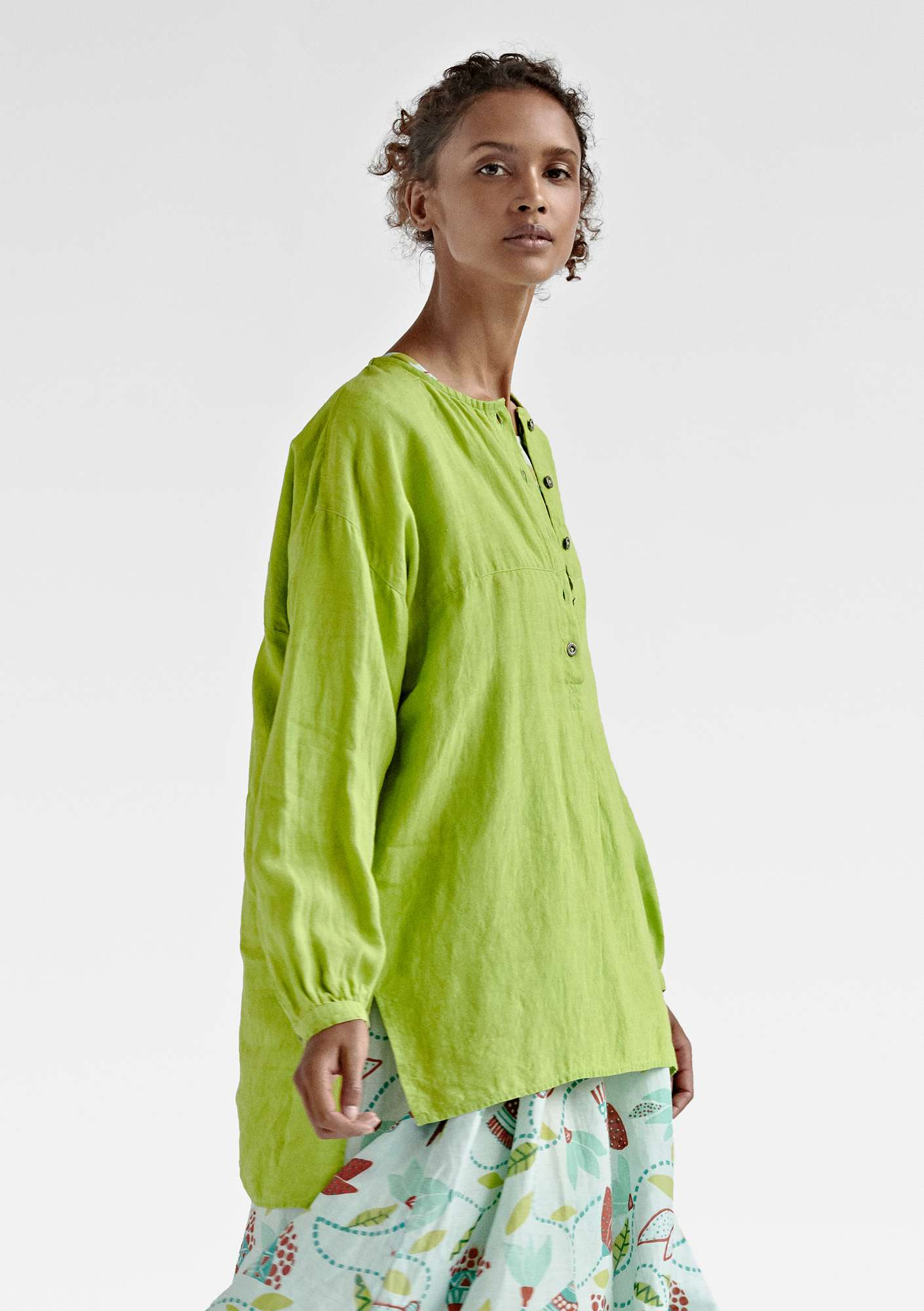 NICE shirt in linen tropical green
