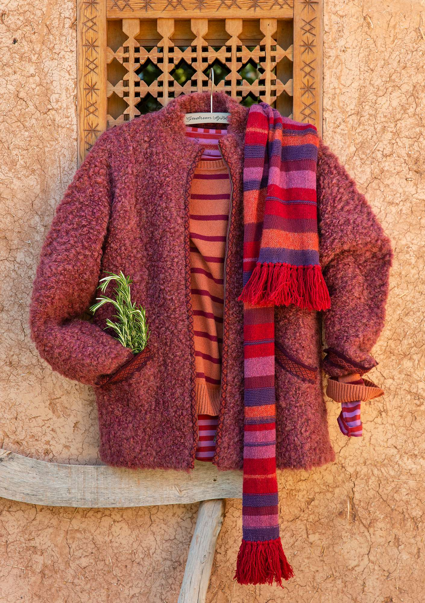 """Curly"" cardigan jacket in felted wool bouclé burgundy"