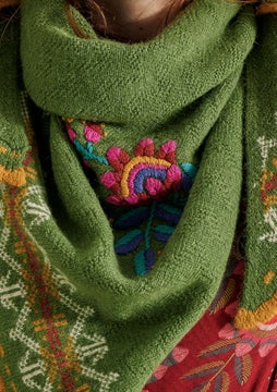 Mora embroidered shawl grass green