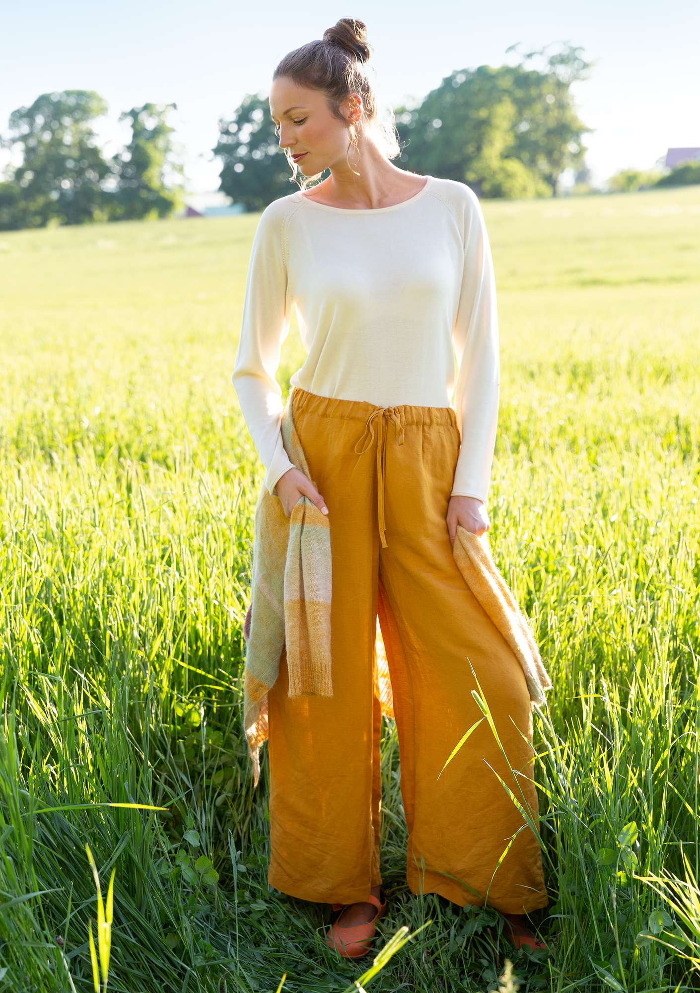 Trousers in linen/modal mustard