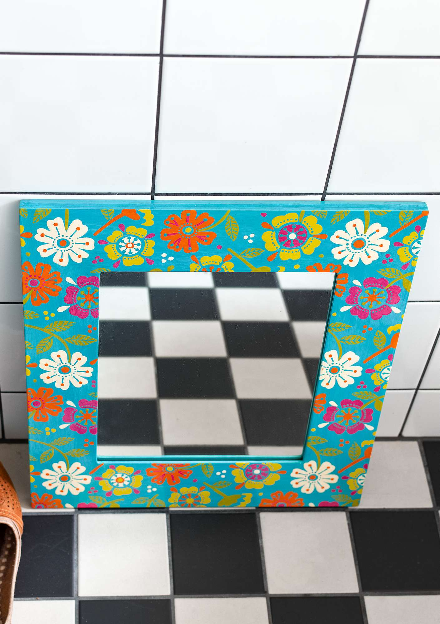"Hand-painted ""Calendula"" mirror in wood turquoise"