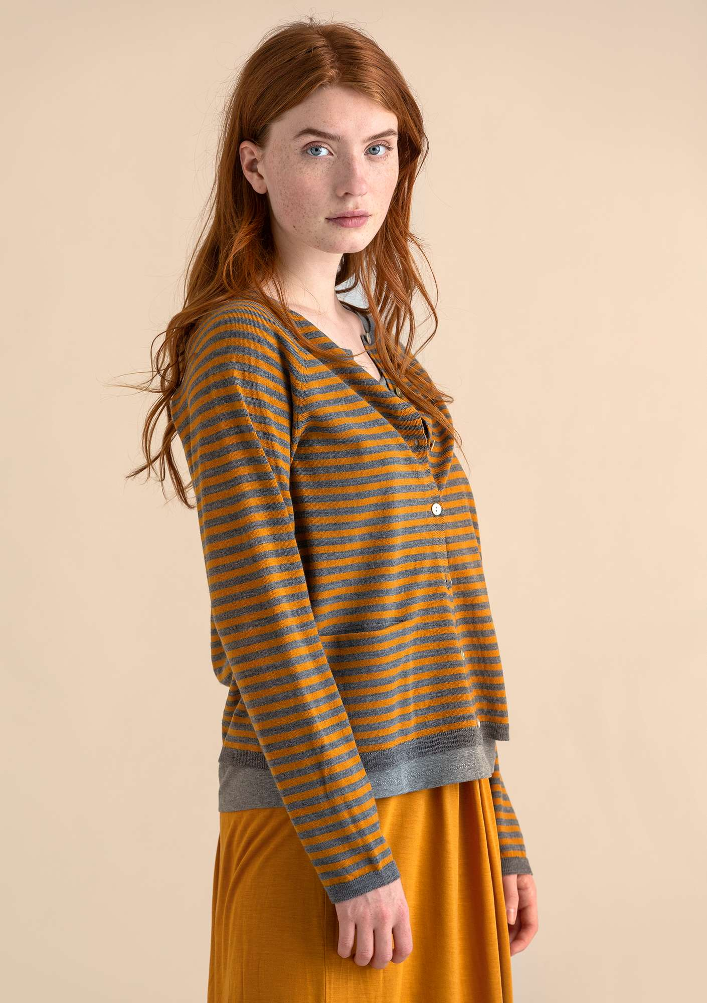 A crafty cardigan in organic wool mustard/grey melange