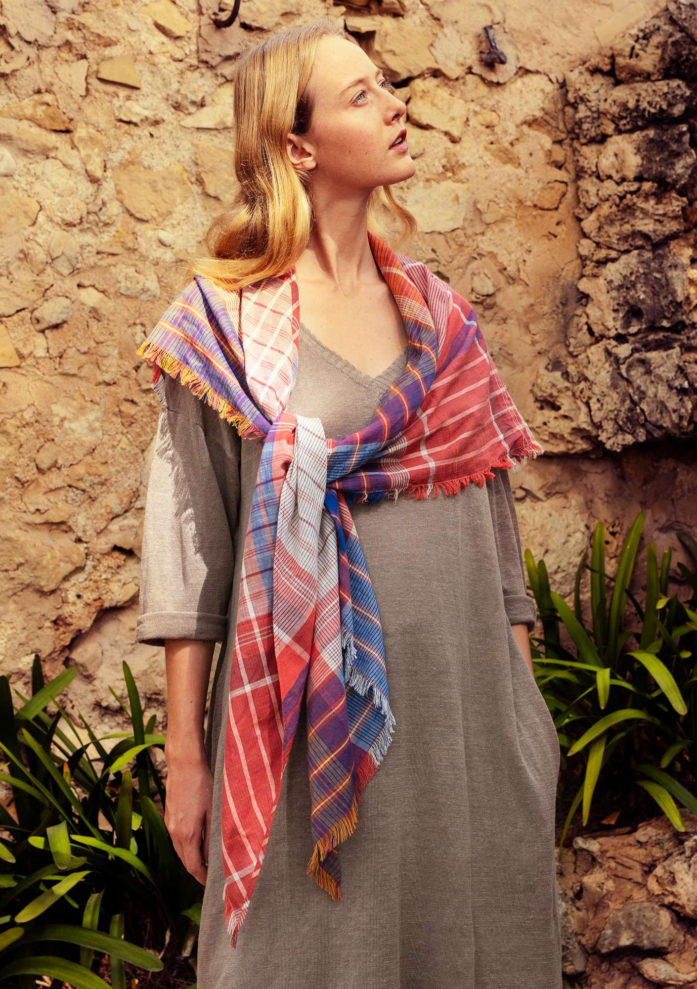 """Sahara"" shawl in eco-cotton gneiss"