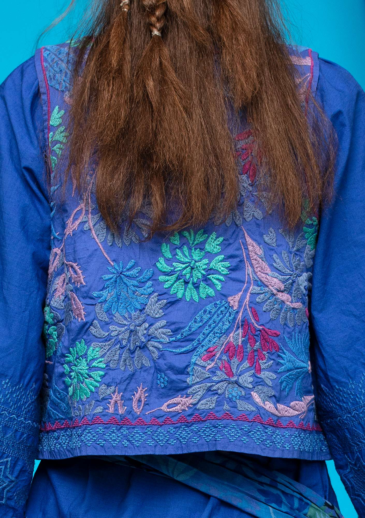 """Oas"" embroidered vest in eco-cotton klein blue"