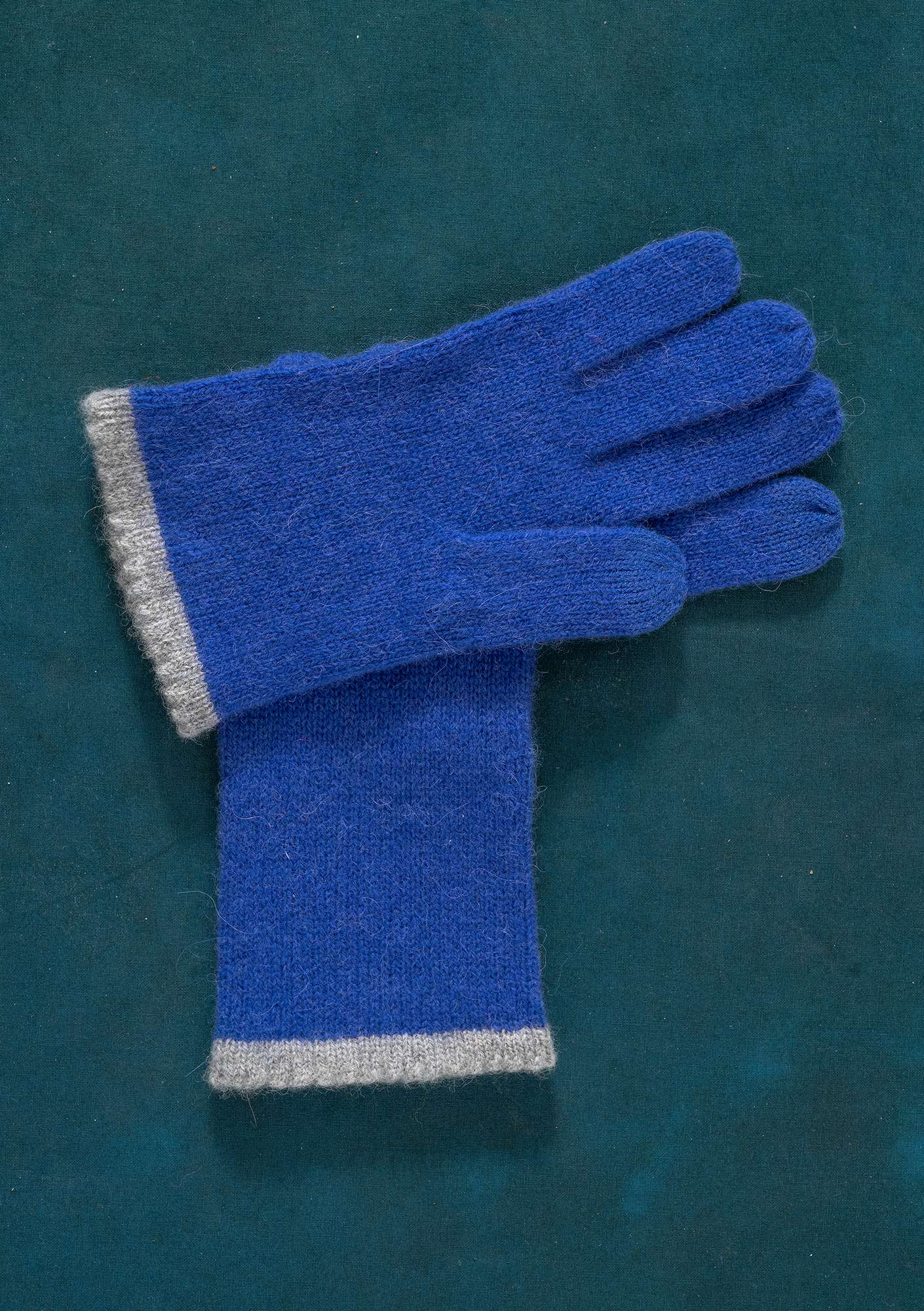 Knitted Linros gloves lupin
