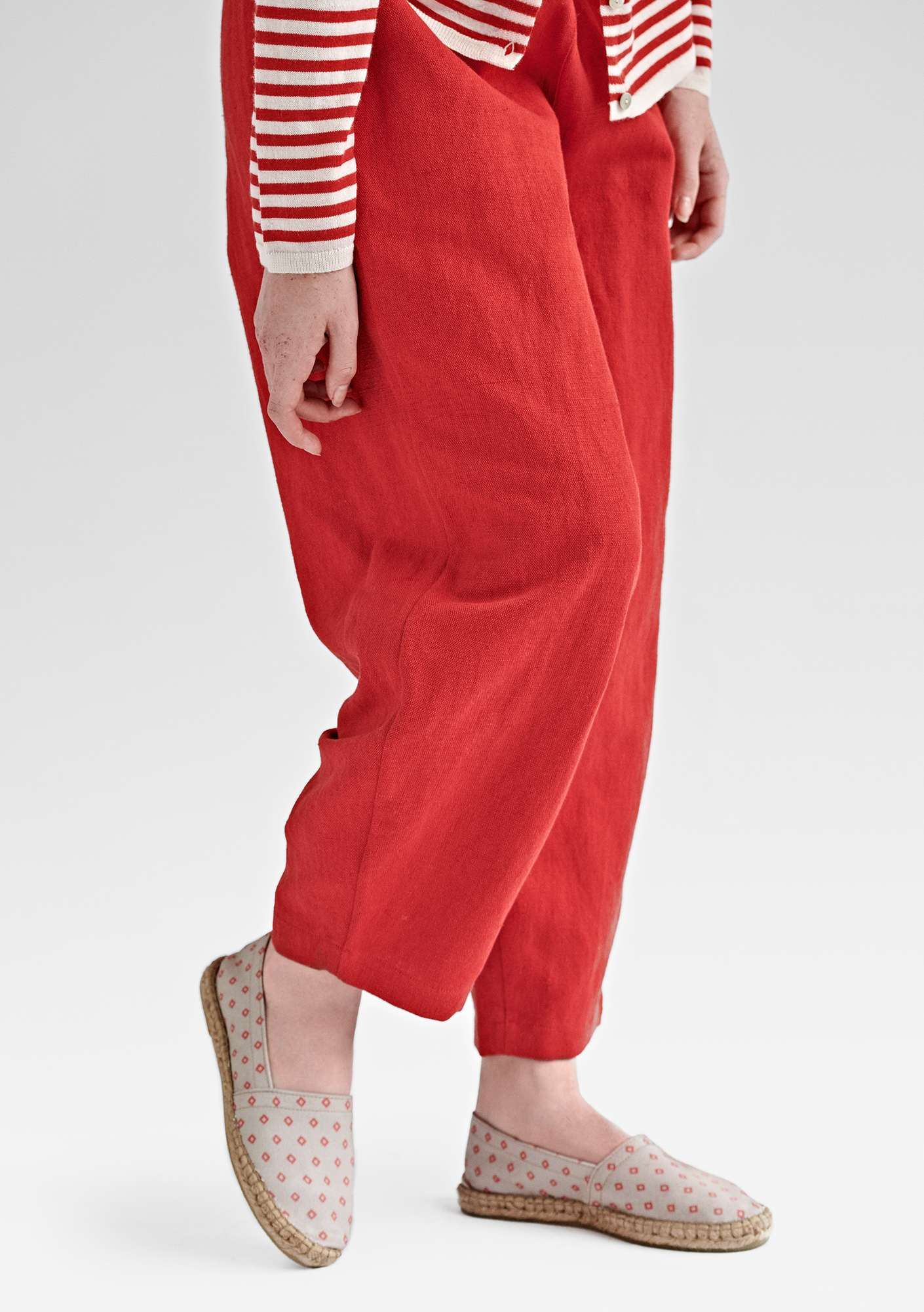 Voluminous pants in cotton/linen clear red