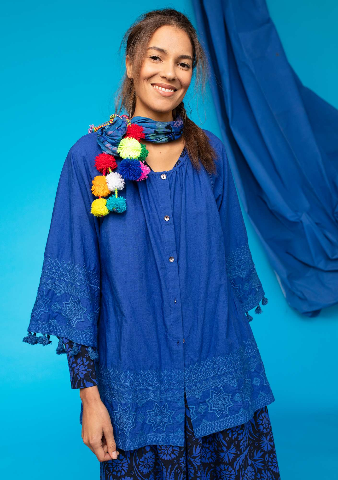 "Embroidered organic cotton ""Savann"" tunic klein blue"