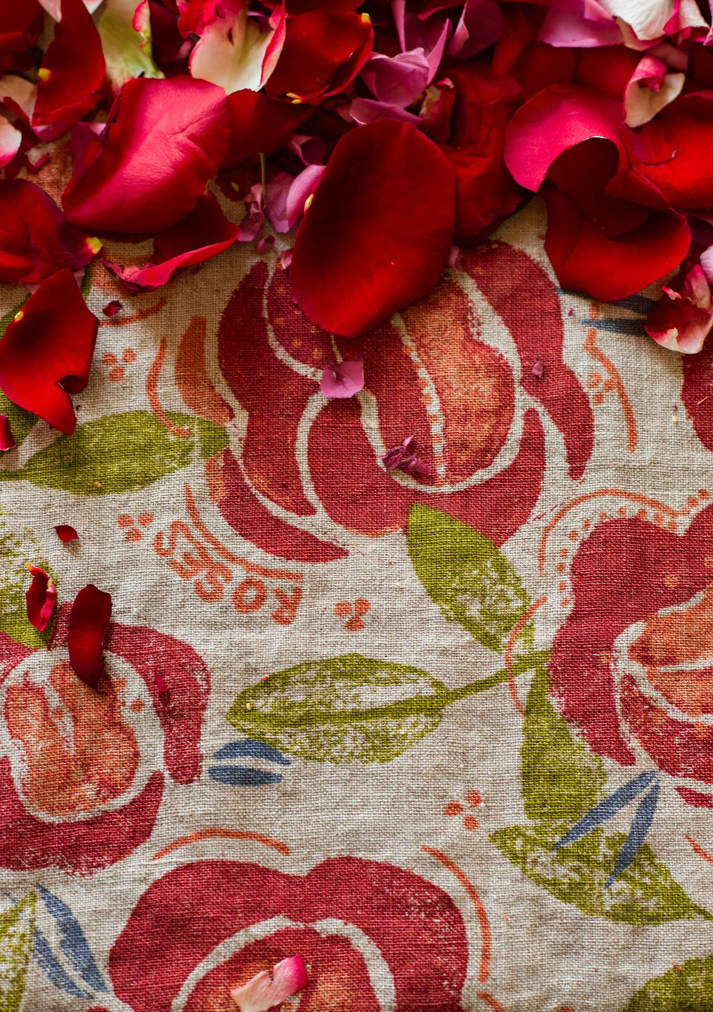 """Roses"" linen tablecloth coral"