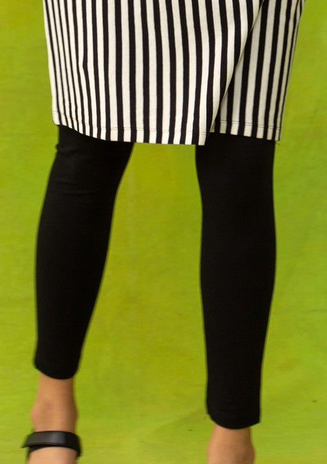 Solid-colored leggings black