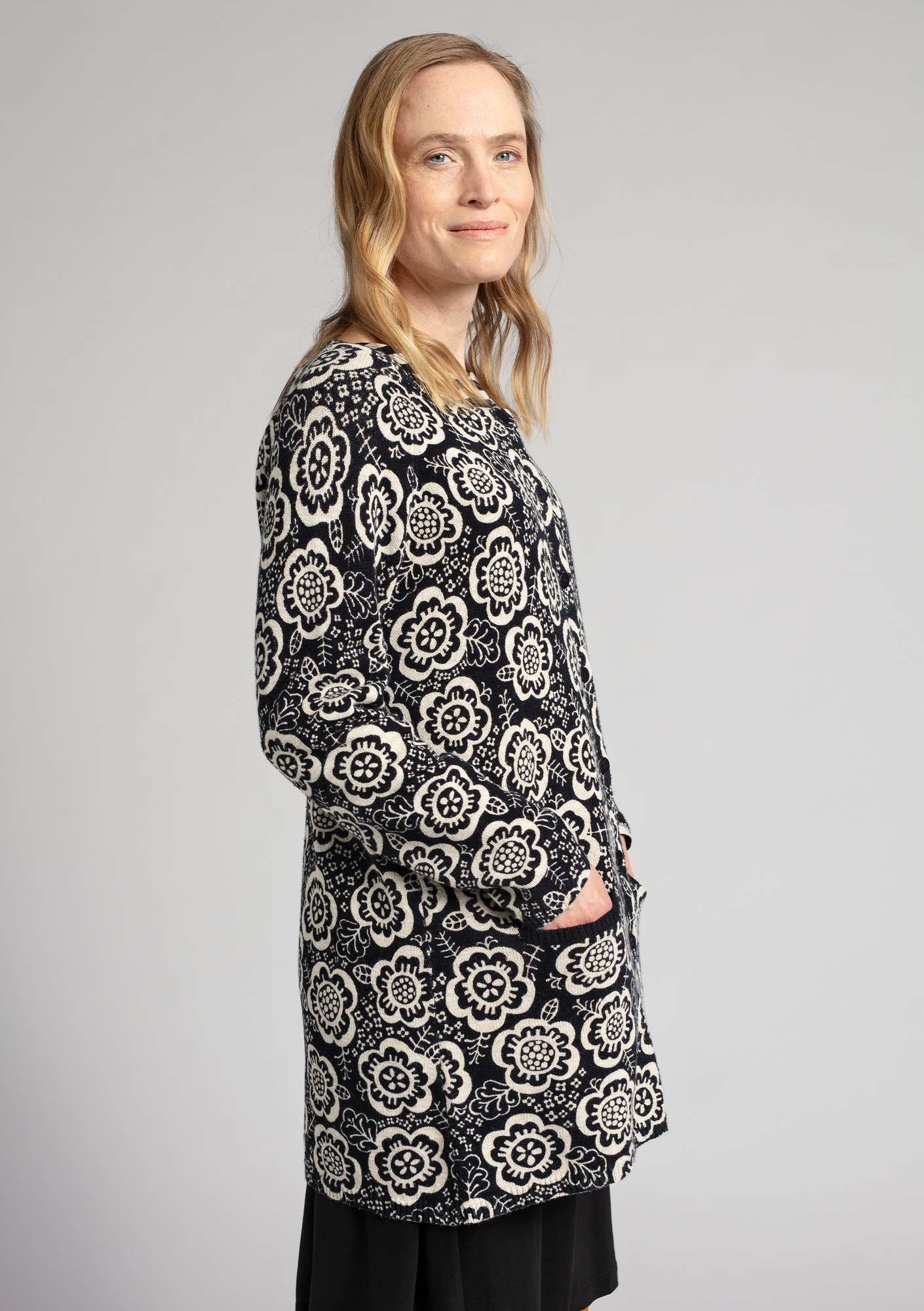 """Liz"" coatigan in organic cotton/linen black/eggshell"