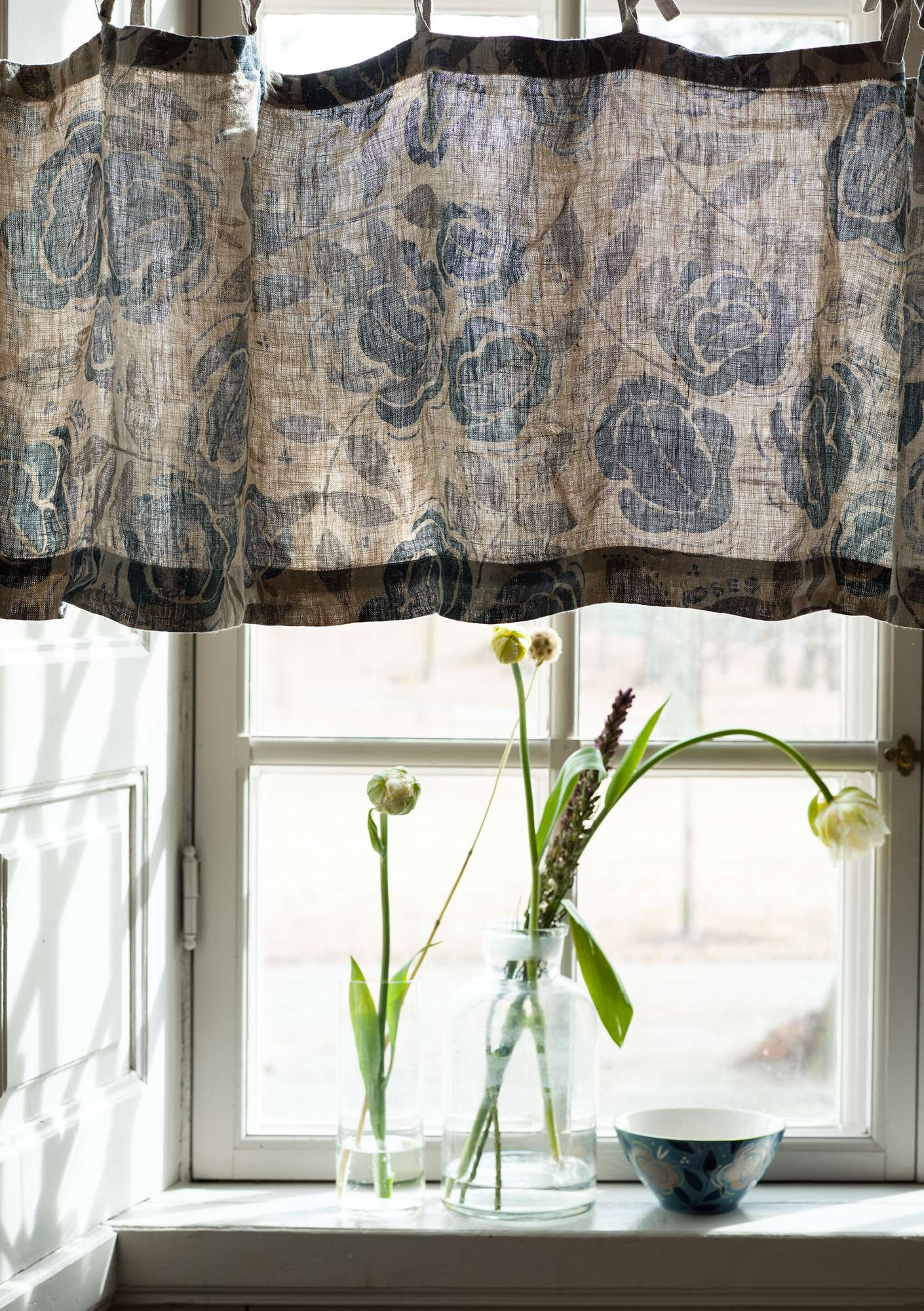 Roses curtain valance  graphite