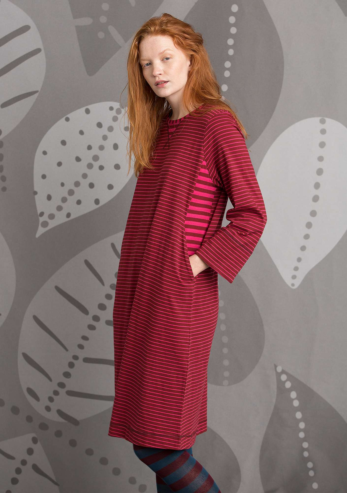 Striped dress in eco-cotton agate red/cyclamen