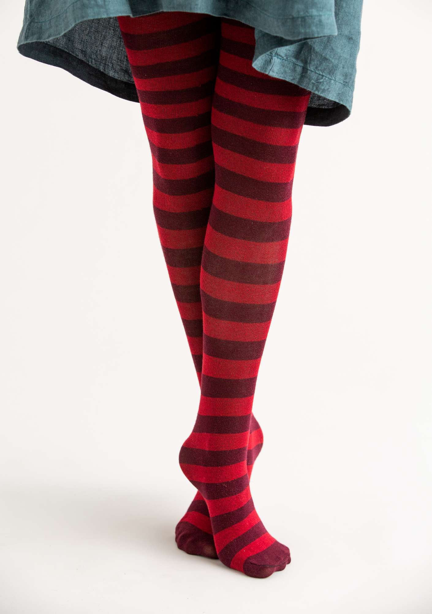 Block-striped tights in organic cotton cranberry-aubergine