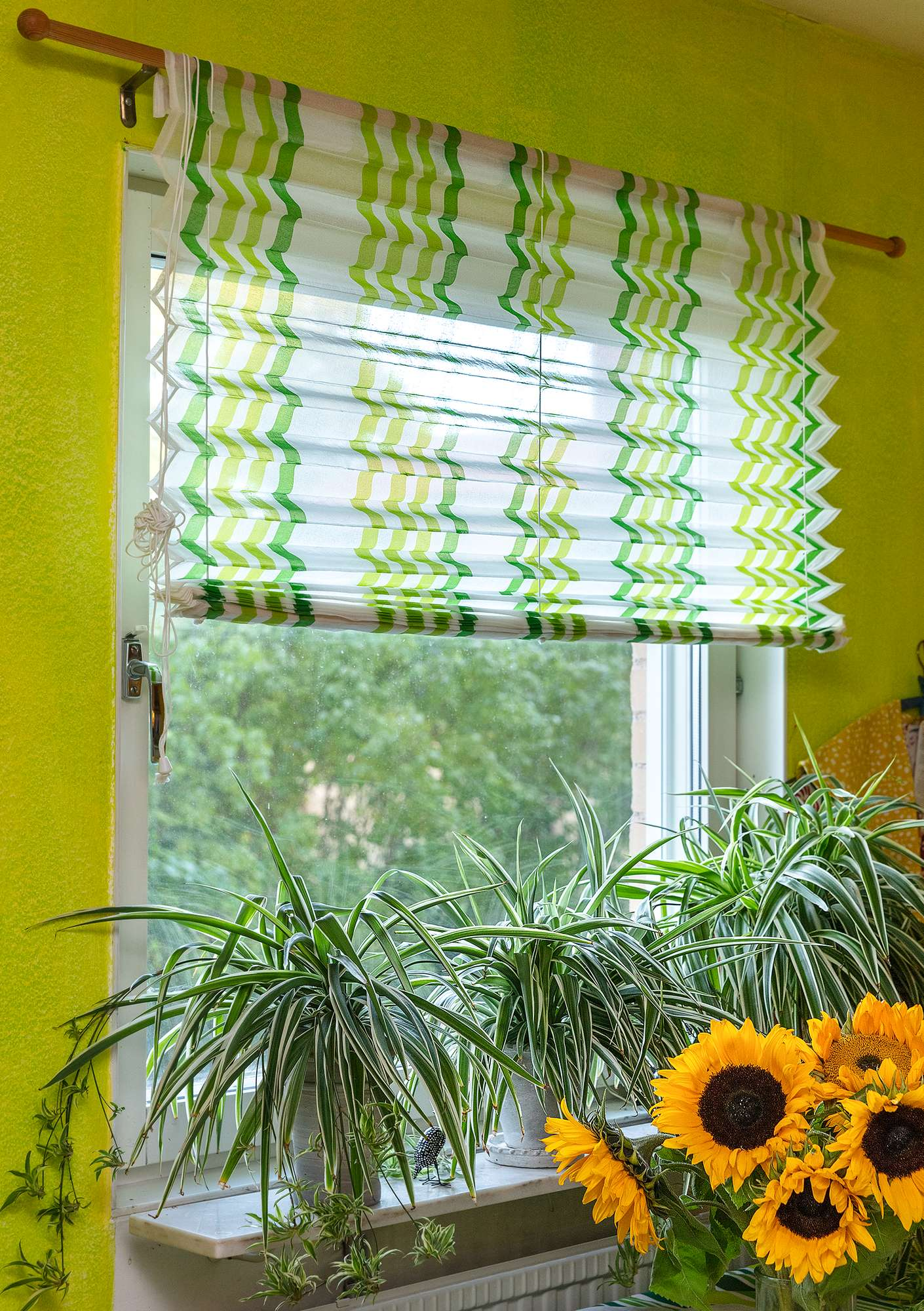 """Balans"" wide tie-up blind made of cotton organdie tropical green"