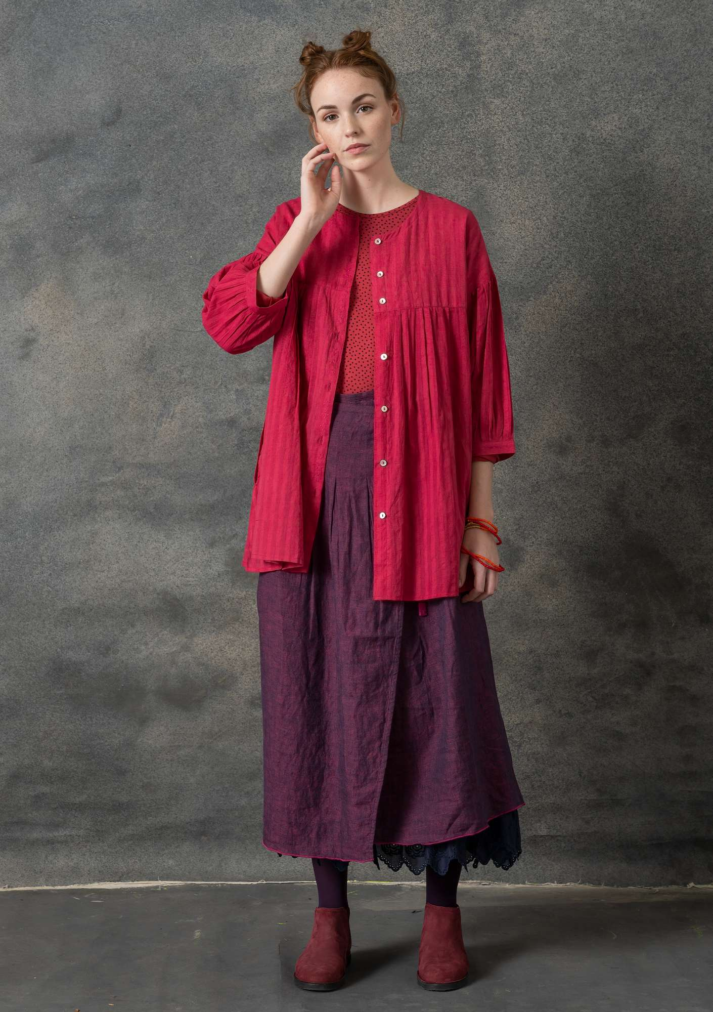Wraparound skirt in linen chambrey grape