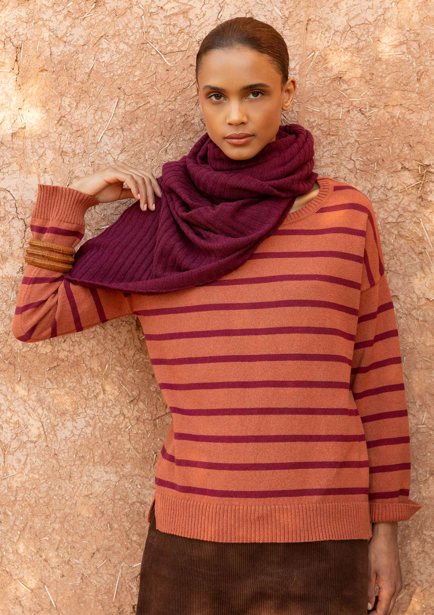 Striped sweater in recycled cotton henna/grape