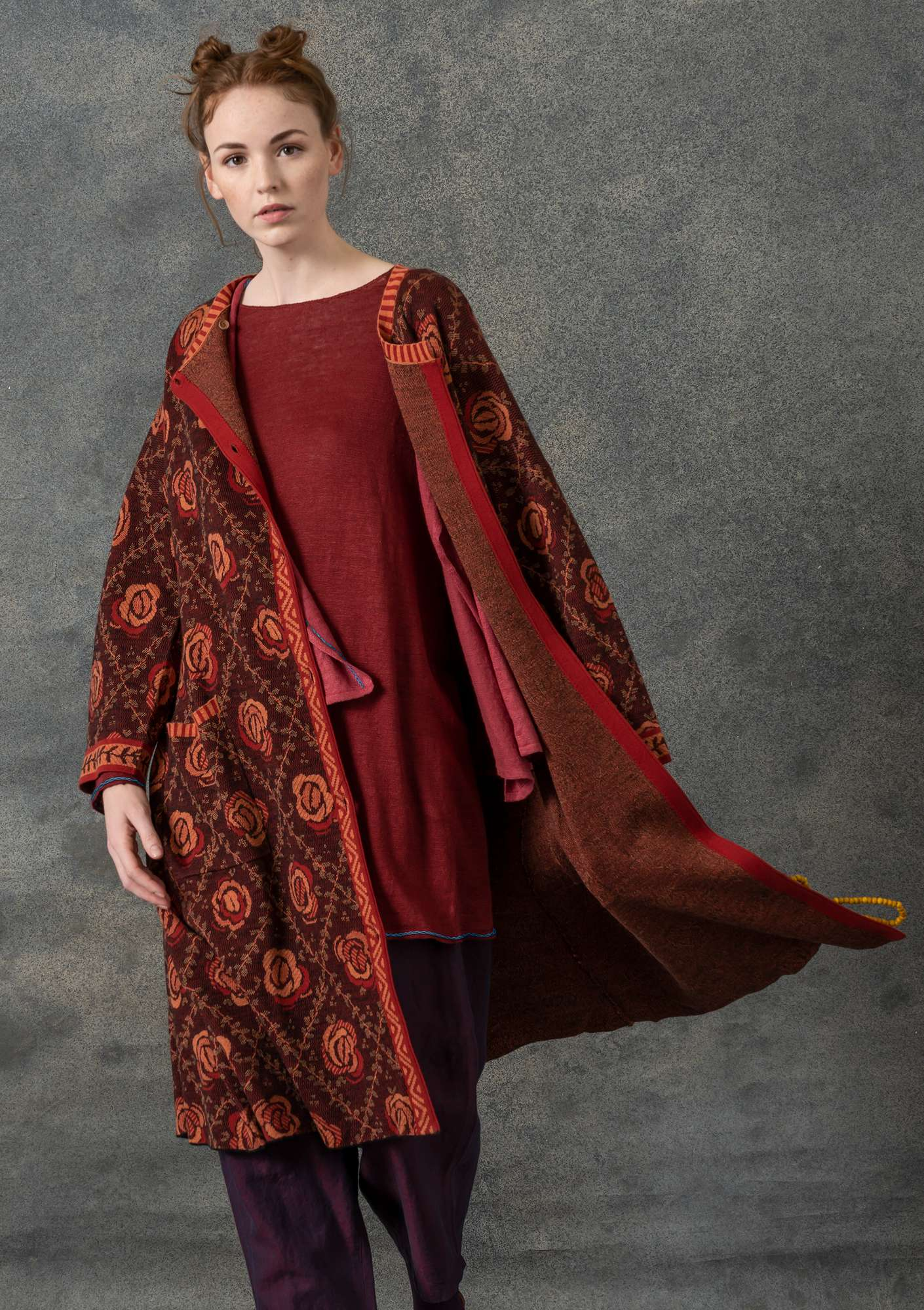 """Brokad"" coat in wool/organic cotton madder red"