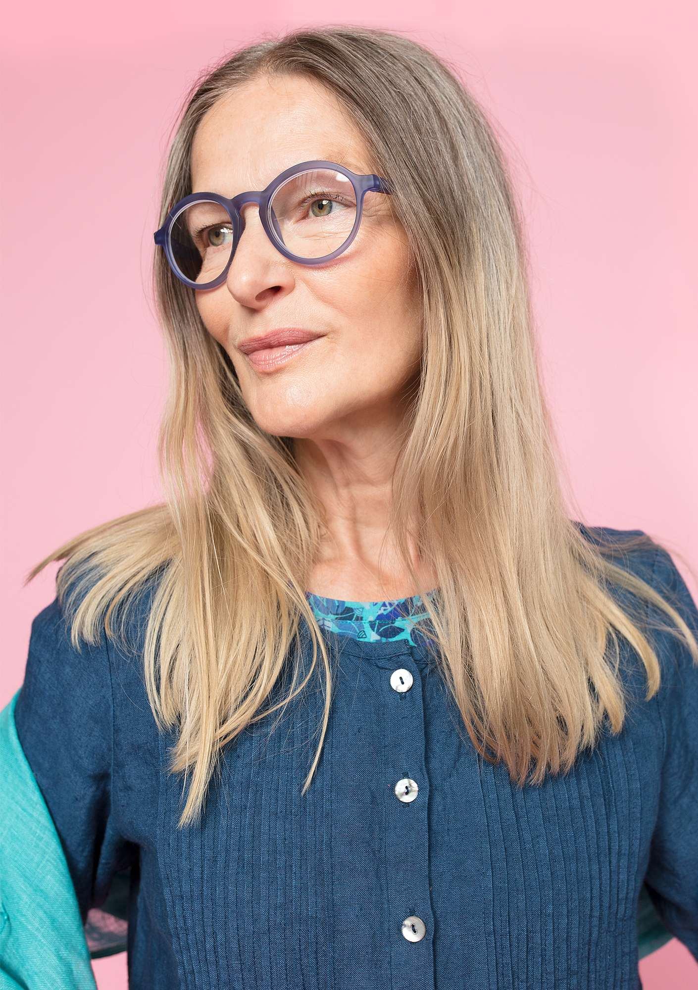 """Gudrun"" reading glasses sky blue"