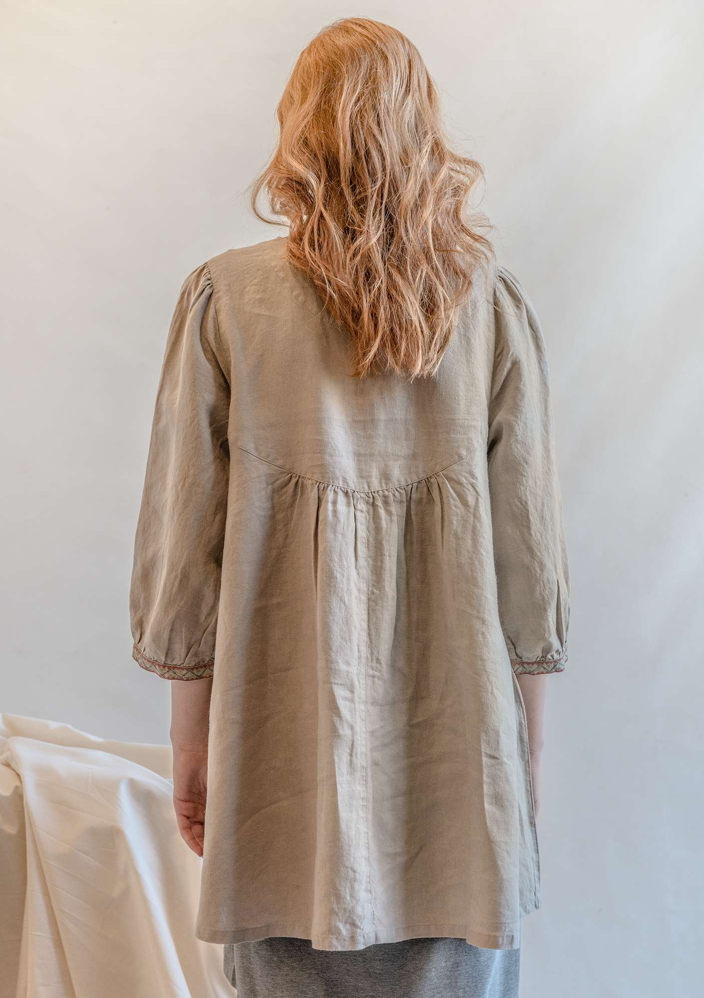 Artist's blouse in linen dark nature