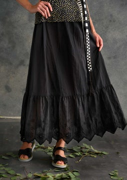 Solid-colour ruffle skirt black