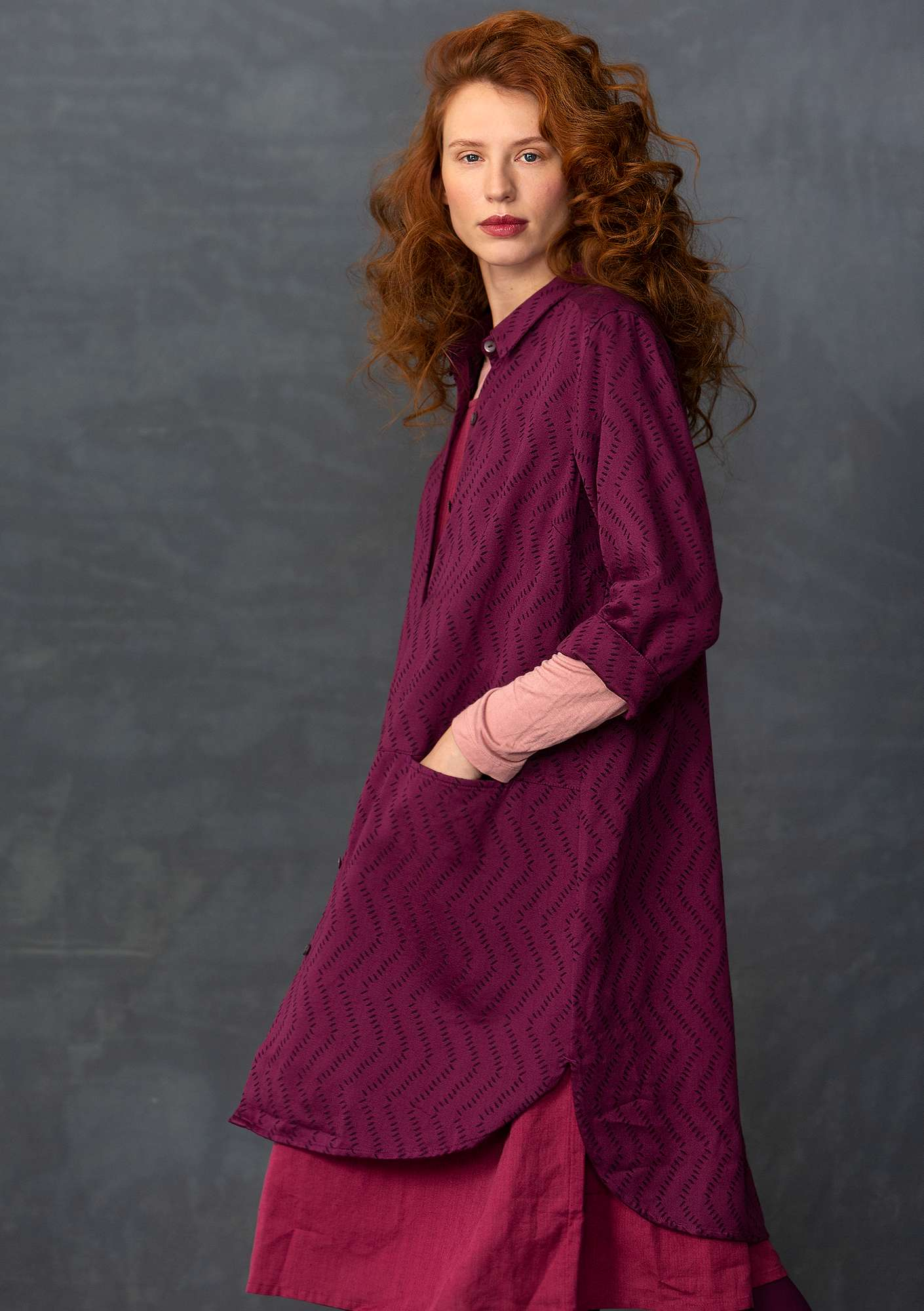 Long shirt in cotton jacquard grape