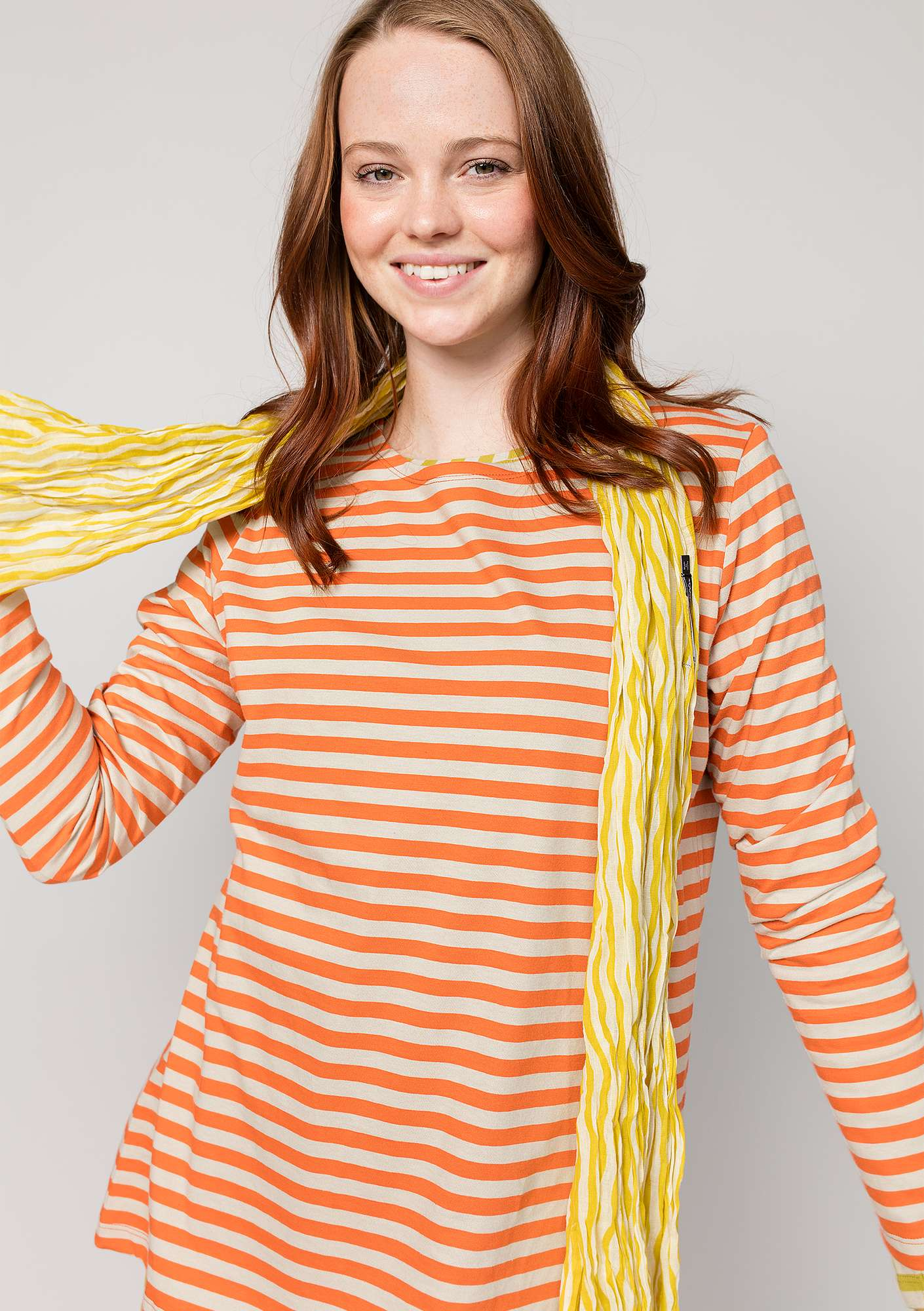 Striped top in organic cotton chili/putty