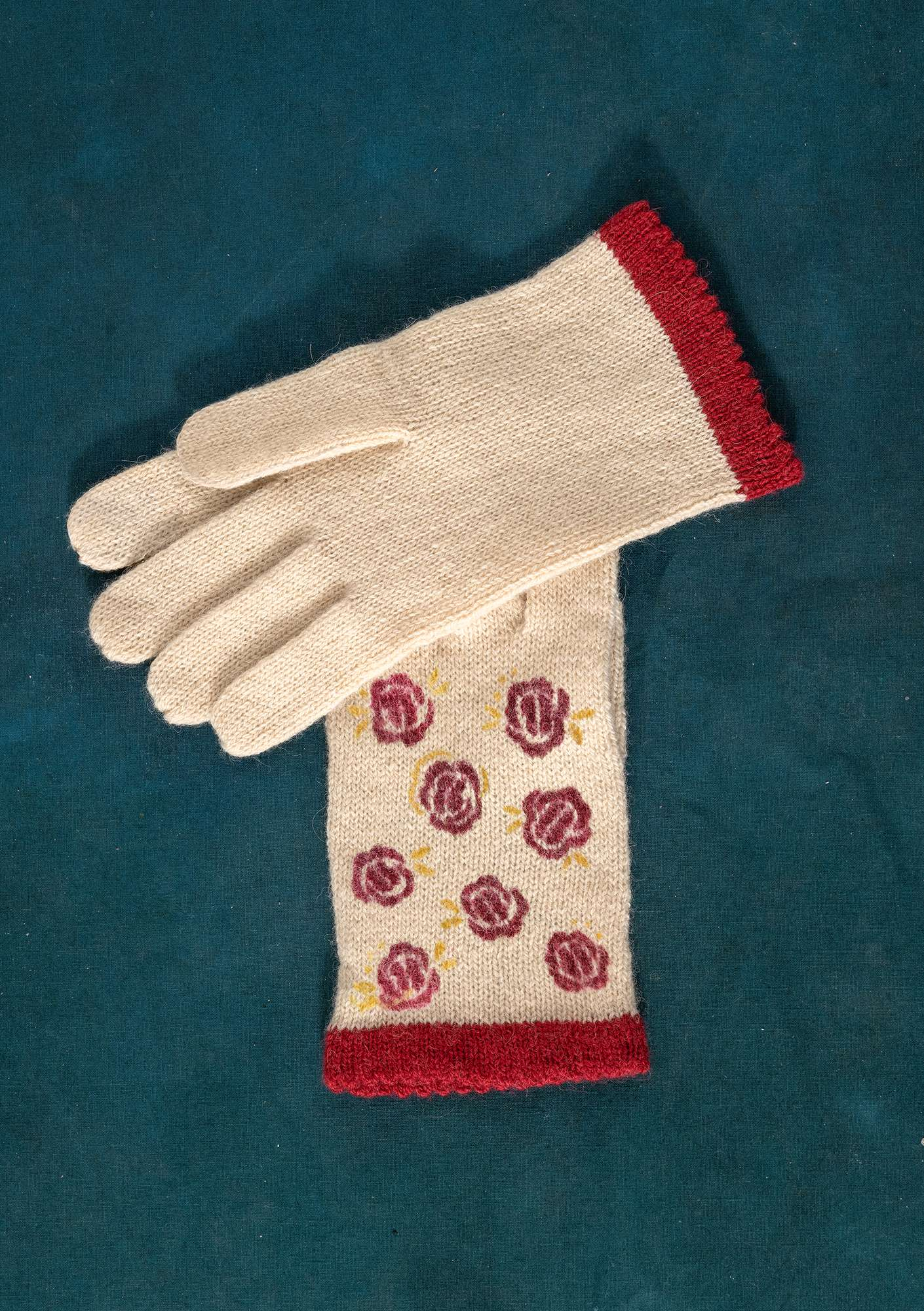 Knitted Linros gloves vanilla/patterned