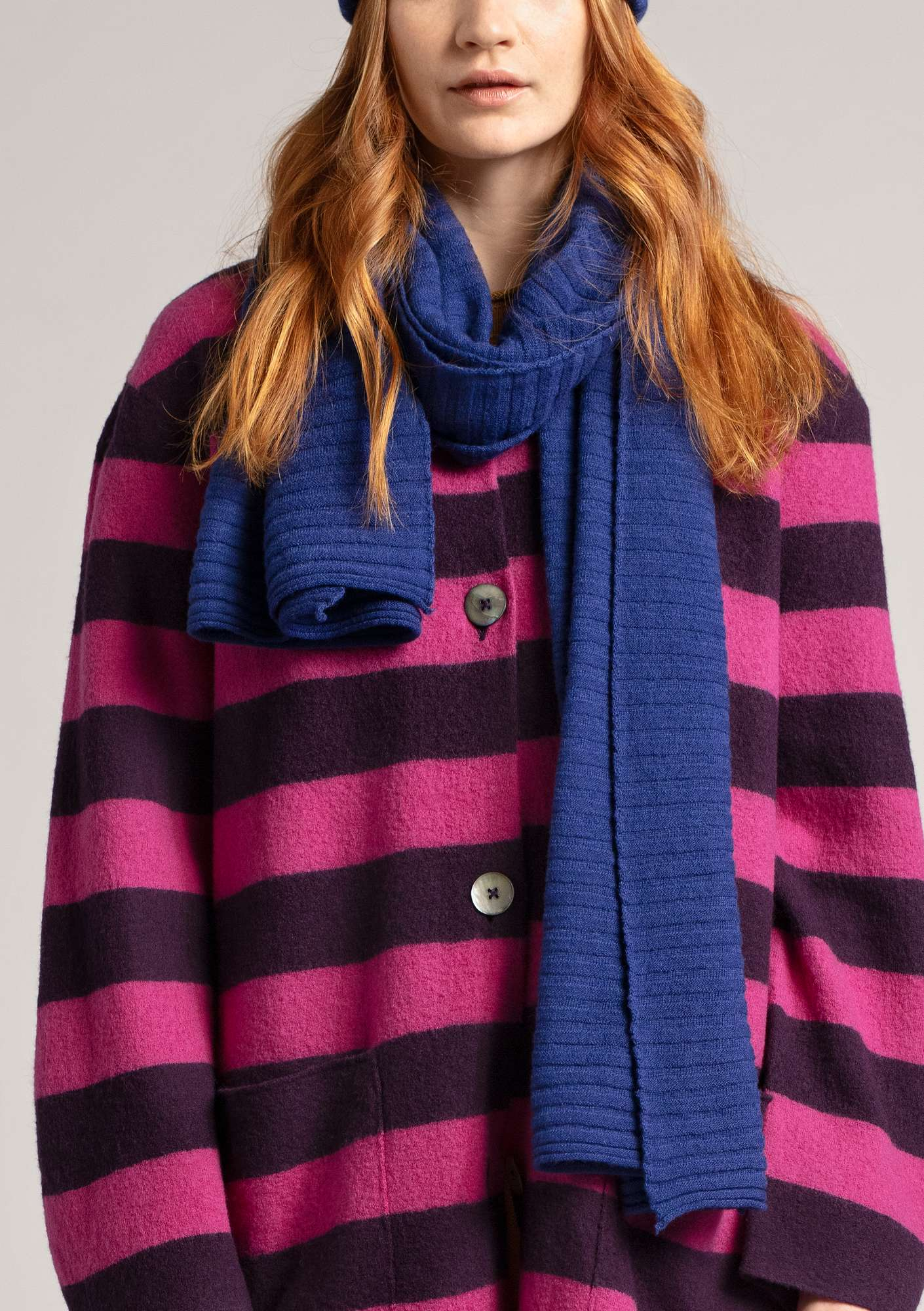 Pleated scarf in recycled cashmere blend yarn violet