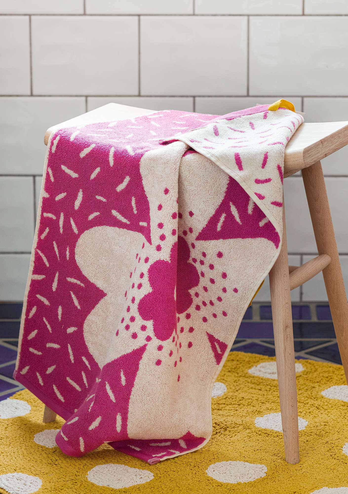 """Lily"" towel in organic cotton hibiscus"