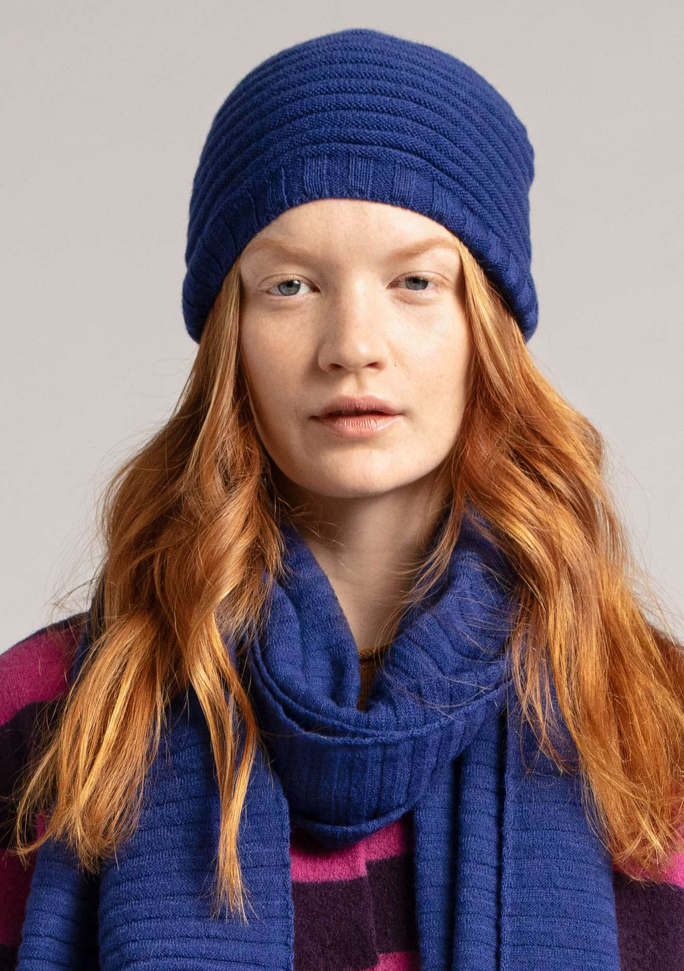 Pleated hat in a recycled cashmere blend violet