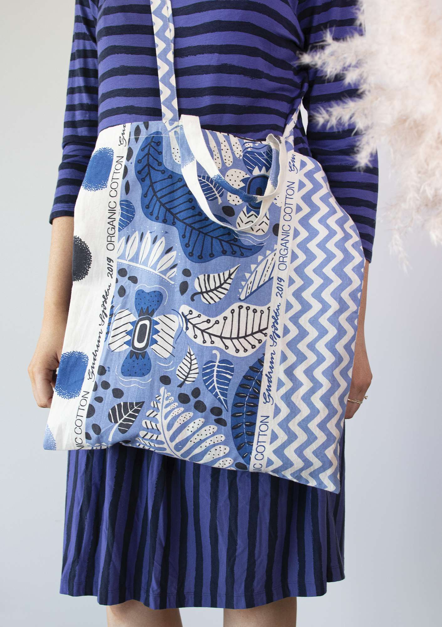 Organic cotton fabric tote bag M ink blue