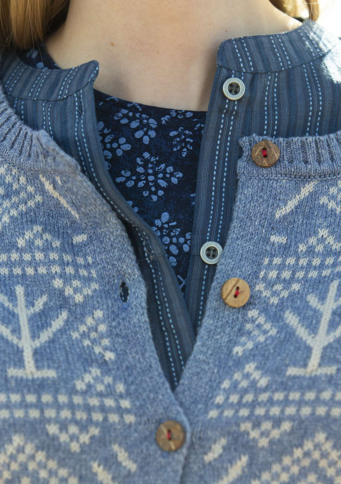 """Porslin"" cardigan in eco-cotton/eco-wool porcelain blue"