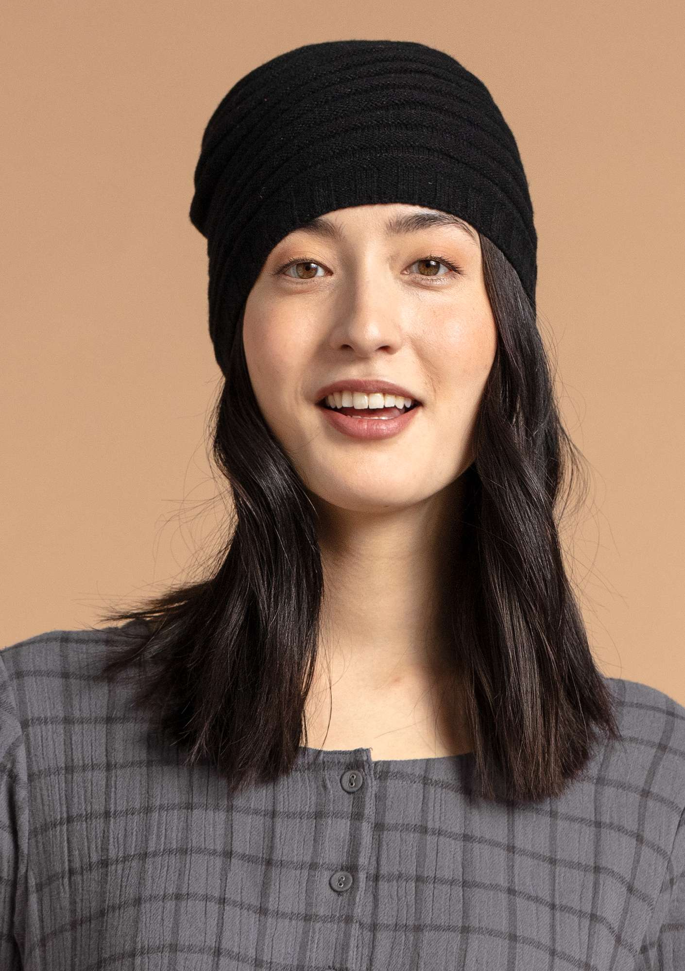 Pleated hat in a recycled cashmere blend black